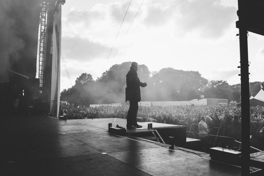 Vi sendte vores ven og fotograf Anders Rajendiram med L.O.C og slænget backstage på den sidste Grøn koncert i år..